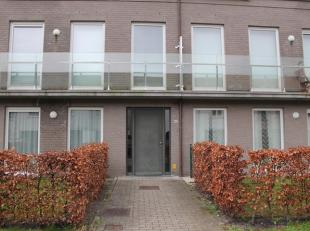 Charmant twee-slaapkamerappartement gelegen in de residentie KAAIZICHT bestaande uit inkhomhal met vestiaire, ruime living met open ingerichte keuken