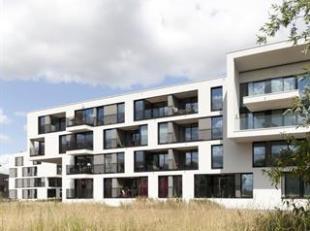 Charmant twee-slaapkamer appartement gelegen in de residentie LEIEMEERSEN I bestaande uit een inkomhall, leefruimte met open ingerichte Bulthaupkeuken