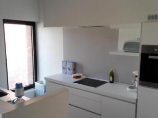 Spatieus en perfect onderhouden duplex-appartement in de residentie Van Oost. Het appartement bestaat uit inkomhall met vestiaire, toilet, living, ter