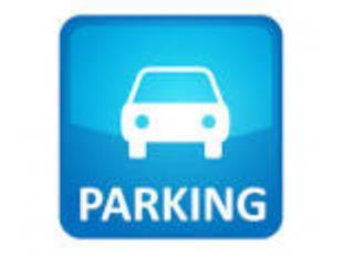 Gelegen in de directe omgeving van De Brouckere, op een beveiligde parkeerplaats in de parkeerkelder nr. 08. informatie: Germain NICOLAS: 0472 / 045.1