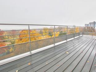 Quartier Roosevelt, à deux pas de lHippodrome de Boitsfort, dans un cadre très verdoyant. Immeuble de standing datant de 2006, au 6&egra