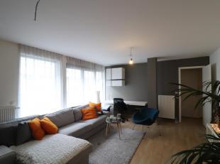 Situé à proximité immédiate de De Brouckere, dans un immeuble récent, appartement de +/-83m², comprenant un ha