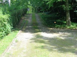 In een rustig en residentieel wijk, vlakbij het centrum van Tervuren en op enkele stappen van de Arboretum, mooi bouwgrond met een totale oppervlakte