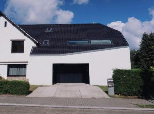 Ref. W-02DYJQ  - Ref. W-02DYJQ  - Located on a plot of +/- 800 m², superb contemporary house completely renovated in 2010 with specific attention