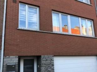 Ref. W-02E3D6 - Proche de la Place Dumon, bel appartement de +/- 80 m² habitable au 1ére étage dun petit immeuble. Il se compose co
