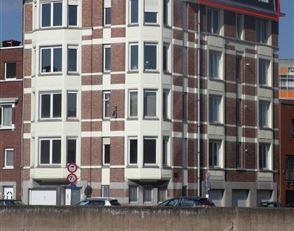 Superbe appartement 2 chambres dans un bel immeuble des années '30, situé entre la Médiacité et le Parc de la Boverie.  Il