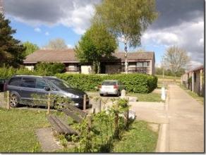 OPPORTUNITE RARE: Belle maison 4 chambres avec terrasse et grand jardin à vendre à Champion.<br /> Beau grand hall d'entrée carre