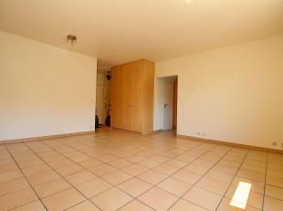 Situé au centre de Braine-l'Alleud, cet appartement 1 chambre de 53 m2 idéalement situé dans une ravissante copropriét&eac