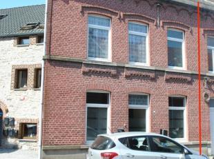 Andenne, à 2 pas du Centre-Ville, de la place des Tilleuls et des ses facilités, agréable maison rénovée (châ