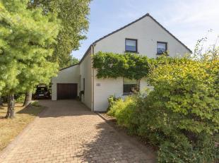 Splendide villa 4 façades avec garage et jardin en excellent état. Situé dans un quartier résidentiel au calme, cette joli