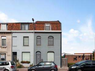 Christophe en Sofie kochten deze leuke woning aan in 2003. Doorheen de jaren werden heel wat vernieuwingen uitgevoerd en werd er een volledige uitbouw