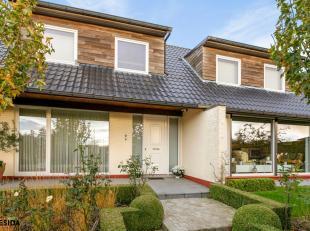 Deze unieke villa bevindt zich net buiten het hartje van Avelgem.<br /> Deze aangename alleenstaande woning biedt heel wat troeven. Deze woning dateer