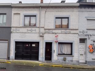 Deze te renoveren/op te frissen woning bevindt zich nabij het centrum van Menen.<br /> Indeling: Zéér grote leefruimte met groot ramenwe