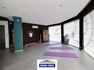 SITUATION : A proximité du centre de Tubize, très bel espace bureau, au rez-de-chaussée d'un immeuble de 3 étages avec asc