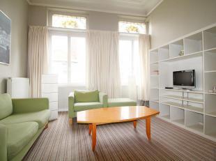 En plein cur de Bruxelles, proche de toutes les facilités urbaines, très joli DUPLEX (2ch) meublé. Charmant, lumineux, trè