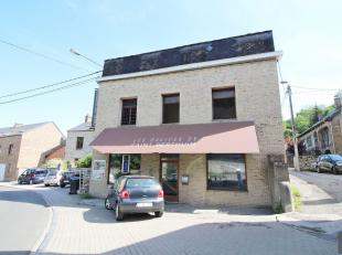 Avis aux investisseurs ! A Malonne, sur 3a 40ca, belle maison de commerce (anciennement : boulangerie) à rénover et confortabiliser. Eno