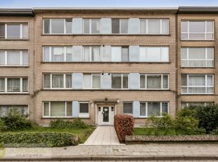 IN OPTIE. Compromis in opmaak. In een doodlopende straat op uitstekende locatie te Deurne vinden we dit appartement van +- 92m² terug. Het is gel