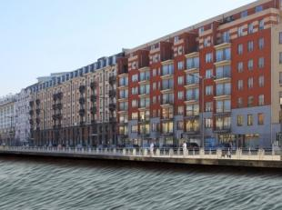 Deze commerciële ruimte ligt op de hoek van de Negende Linielaan en de Diksmuidelaan, aan het kanaal van Brussel. Vanuit de handelsruimte hebt u
