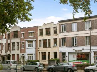 Deze woning is gelegen in de prachtige Venneborglaan, op wandelafstand van het park Rivierenhof, winkels en openbaar vervoer. Een echte topbuurt met v