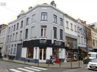 Opbrengsteigendom te koop gelegen in het centrum van Brussel. Deze eigendommen worden als geheel verkocht en bestaan uit 6 gebouwen. Het eerste gebouw