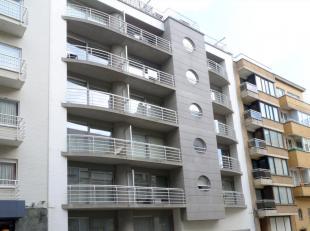 Dit knus instap klaar vakantieappartement op de vierde verdieping is voorzien van een keuken, een slaapkamer met dubbel bed, een slaaphoek met uitklap