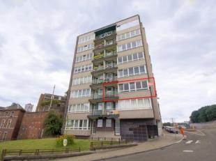 À deux pas de la place Saint Lambert, agréable appartement 2 chambres situé au deuxième étage d'une copropri&eacute