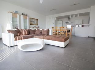 Entrez dans cet appartement et soyez enchanté par ses espaces de vie (122 m²). Il dispose d'une cuisine équipée (Siemens) ou