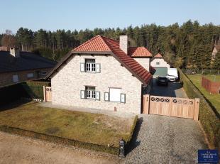 Deze recente villa (bj 2005) is gelegen in een residentiële, kindvriendelijke en rustige woonomgeving te midden van de natuurgebieden Klotbroek,