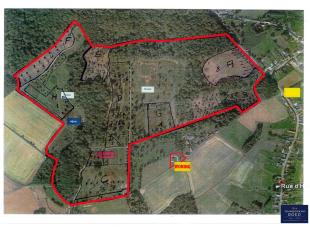 Dit aaneengesloten bos van 58 hectare ligt in Houtaing, een deelgemeente van Ath in de provincie Henegouwen, op 30 minuten rijden van Gent, op 1u van