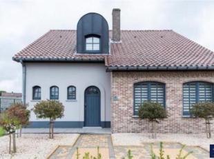 Deze vrijstaande woning is rustig gelegen in de residentiële woonomgeving, Rozendaal. De voorgevel doet niet vermoeden wat er achter schuilt. De