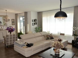 Dit appartement met een bewoonbare oppervlakte van 95m2 ligt in het centrum van Opglabbeek, langs de commerciële straat, de Weg naar Zwartberg, g