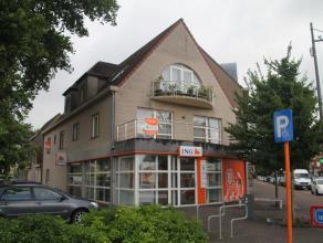 Ruim en pal in het centrum van Kalmthout-Heide gelegen appartement op de 1ste verdieping met lift, 2 ruime slaapkamers en een ruim zuid georiënte