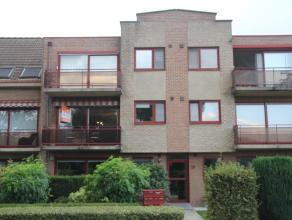 res. Hertogenhof. Verzorgd appartement op de eerste verdieping met 2 slaapkamers, terras aan voor- en achterzijde en garagebox.Indeling:- hal op tegel