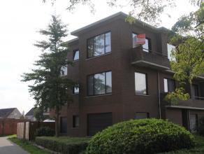 Uiterst centraal gelegen en comfortabel hoekappartement met één slaapkamer op een tweede verdieping met garage en zonder gemeenschappeli