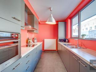 Recent en modern huis met 3 slaapkamers gelegen op een rustige binnenplaats in centrum Gent. Deze woning werd in 2010 gebouwd en bevat een mooie woonr