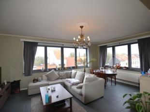 Mooi en ruim appartement met 2 ruime slaapkamers te Sint-Amandsberg. samenstelling: Inkom, wc, ruime keuken, 2 ruime slaapkamers en praktische badkame