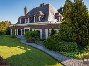 Te koop in Zemst: statige villa met riante tuin. De villa betreft een woonst met voormalige dokterspraktijk en bevindt zich op een perceel van 21a49ca