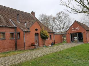 Deze gezellige villa in landelijke stijl met grote tuin kan u vinden op een rustige locatie in Goeferdinge.<br /> <br /> De villa is praktisch ingedee