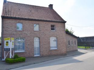 In het rustige, landelijke Velzeke vinden we deze functioneel ingerichte woning met een aangename, perfect onderhouden tuin. <br /> <br /> De woning o