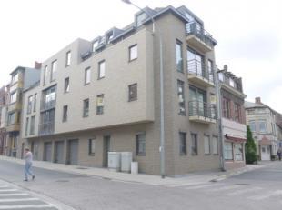 Aangenaam appartement met 2 slaapkamers op de 1e verdieping van een recent gebouw MET LIFT.<br /> Goed gelegen, in het CENTRUM, vlakbij winkels, schol