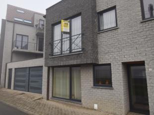 Dit recent appartement ligt in de dorpskern van Moerbeke, aan het station en in de nabijheid van winkels, diensten,...<br /> <br /> Het appartement om