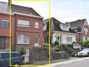 Goed onderhouden half open bebouwing met 2 slaapkamers, garage en tuin. Oppervlakte van het perceel: 3are70ca. <br /> Ligging aan de rand van het cent
