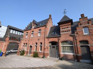 Prachtig gerenoveerde woning met tal van authentieke elementen.<br /> <br /> Het pand heeft een zeer mooie architectuur en is afgewerkt met waardevoll