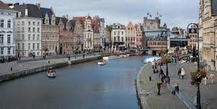 Deze instapklare horecazaak  heeft een zeer commerciële ligging in het centrum Gent aan de oever van de Leie, een terras met indrukwekkend uitzic