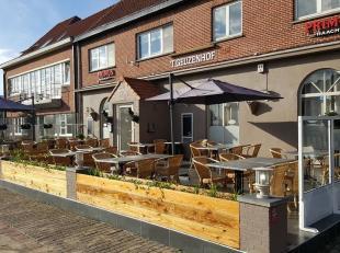 Gent mooie ingerichte brasserie met boven de zaak een kleine studio.Binnen 45 zitplaatsen en terras voorraan de zaak 50 zitplaatsen.Brouwerijverplicht