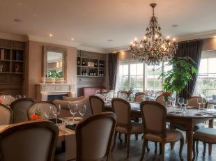 In Hartje Sint-Laureins een prachtig ingerichte luxe brasserie.De zaak bestaat uit 2 verdiepen,beneden mogelijkheid tot uitbreiden tot 60 personen en