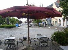 Taverne Tearoom gelegen in hartje Dendermonde, in één van de bruisende winkelstraten.<br /> Gelijkvloers 40 zitplaatsen en op eerste ver