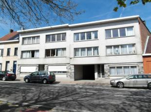Appartement met 2 slaapkamers, gelegen op de 2de verdieping, living, uitgeruste keuken met elektrisch kookvuur en frigo, berging en badkamer met ligba