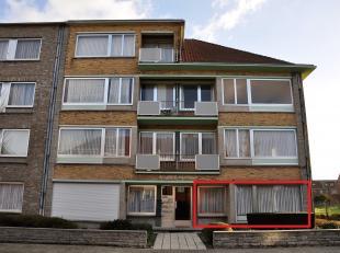 Appartement van 88m² op de gelijkvloersverdieping, gelegen in een rustige straat, bestaande uit een inkomsthal, living, ingerichte keuken, badkam