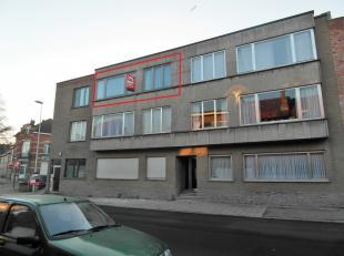 Appartement met 2 slaapkamers in het centrum van Sint-Pieters-Leeuw, gelegen op de 2de verdieping en bestaande uit een ruime living, ingerichte keuken